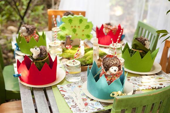 Las coronas de fieltro son perfectas para animar esta fiesta de cumpleaños
