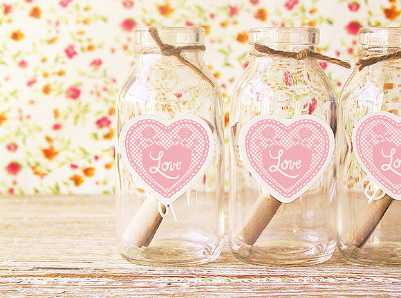 Llena la casa de detalles originales como estas botellas