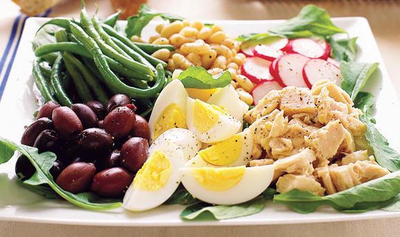 Receta ensalada con atún y huevo.  Una receta fácil.