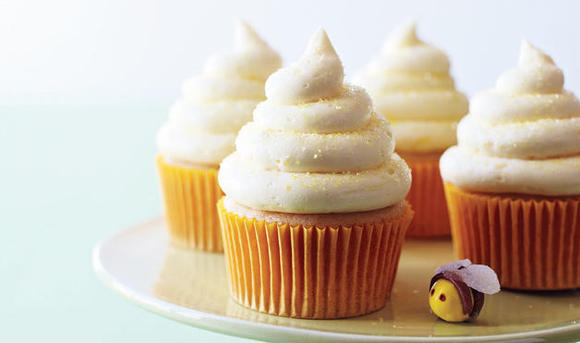 Receta del clásico cupcake de vainilla. Fuente imagen: www.womansday.com / Chris Baker