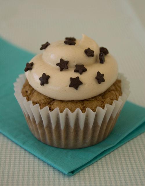 Cupcake de café con cobertura de dulce de leche.