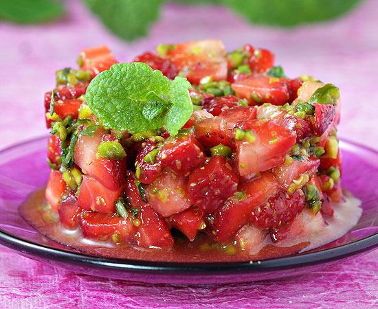 Tartar de fresas y pistachos.  Recetas fáciles con fresas.
