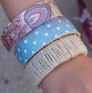 Pulseras de madera y tela para este verano