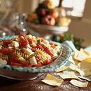 Ensalada de pasta con tomates cherry y mozzarella
