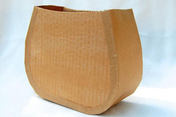 Primer paso para hacer un bolso de cartón