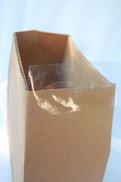 Segundo paso para hacer un bolso de cartón