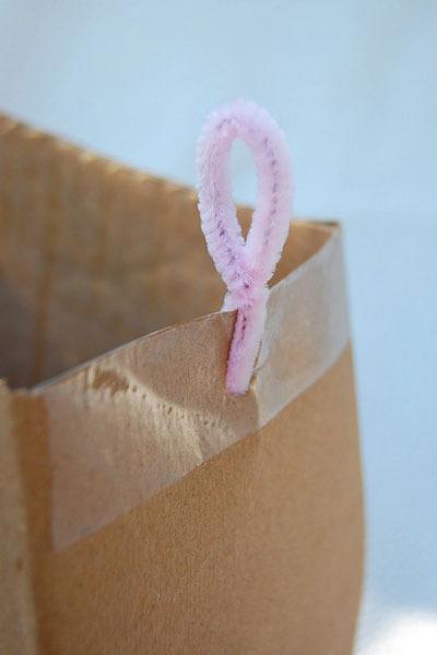 Cuarto paso para hacer un bolso de cartón