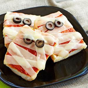 Cómo decorar una pizza de Halloween