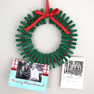 Corona de pinzas para colgar vuestras frases navideñas