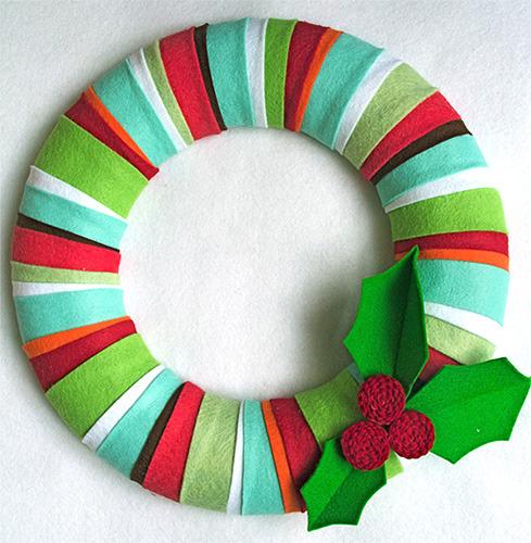 Corona de Navidad de fieltro para hacer con niños