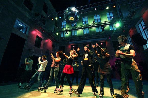 Patina y baila con los niños en Roller Disco Madrid