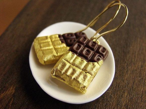 Pendientes con forma de tabletas de chocolate ¡Para las adictas al cacao!
