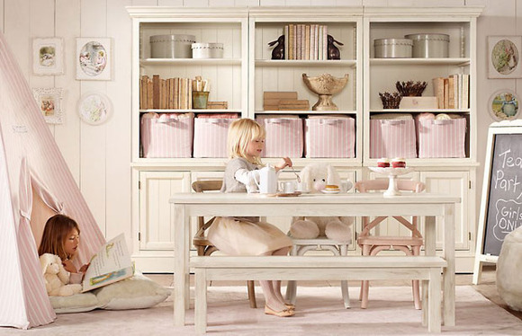 Que ideales las cestas y los muebles blanquitos... ¡muy provenzales!