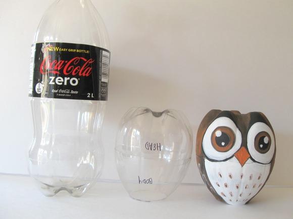 Cómo convertir una botella en un original buho