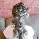 Peinados de Primera Comunión para niñas - Coleta romántica