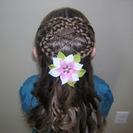 Peinados de niñas Semirecogido de trenzas cruzadas