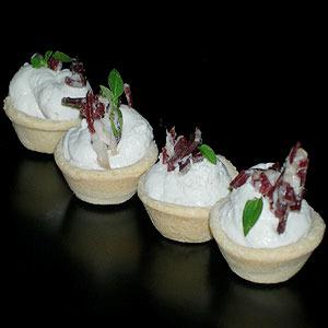 Tartaleta de Mousse de Roquefort con jamón de pato