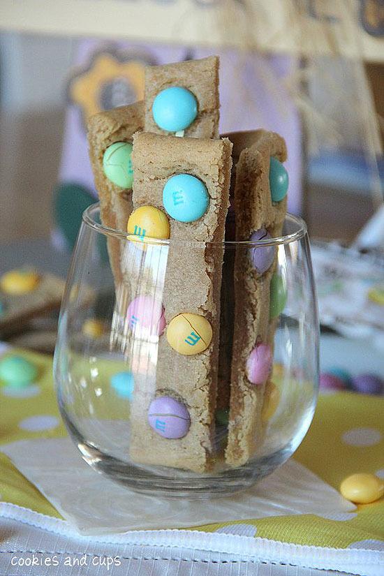 Barritas de cookies con lacasitos. Recetas para hacer con niños