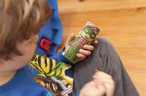 Superhéroes de cartón para hacer con niños