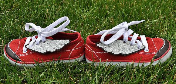 Originales zapatillas con alas. Manualidades para niños
