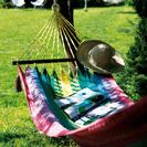 Descansa en una hamaca en la Costa Brava