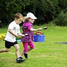 Juego de carreras con huevos para niños