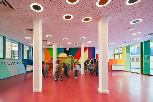 Una guardería-colegio llena de color en Francia