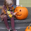 Disfraz casero de árbol para la noche de Halloween