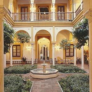 Hoteles con encanto en sevilla la casa imperial - La casa de los disfraces sevilla montesierra ...