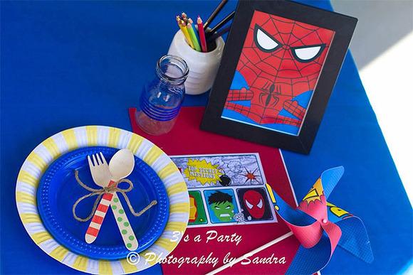 Detalles para decorar la mesa en una fiesta infantil de super héroes