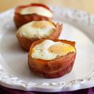 Tacitas de huevo y beicon