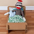 Cama de cartón para muñecas y superhéores