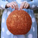 Esferas de brillantina para decorar tu jardín