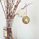Bolas decorativas creadas con chinchetas