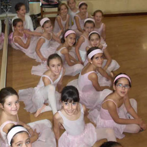 Academia de Ballet infantil en Leon.  Nuria Esther. Royal Academy of Dance de Londres.