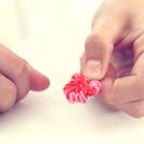 Manualidades en vídeo: Cómo hacer una flor de gomitas