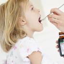 Cómo dar medicamentos a niños y bebés