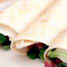Vídeoreceta de rollitos de jamón serrano, queso brie y rúcula