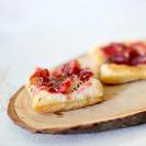 Hojaldritos con queso de cabra y mermelada de frutos rojos