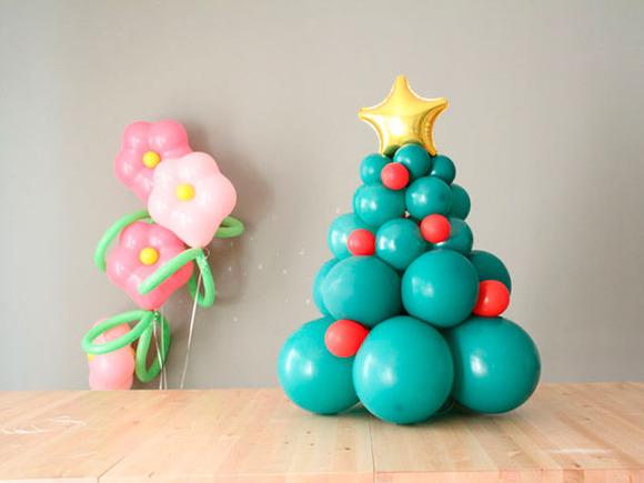 Rbol de navidad con globos manualidades de navidad con - Manualidades de navidad para ninos paso a paso ...