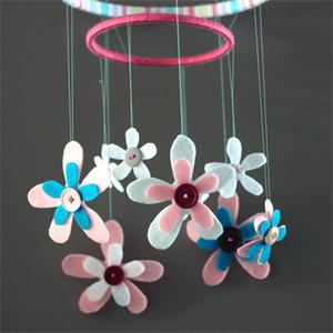 ¡Dulces sueños!. Móvil de flores para habitaciones infantiles