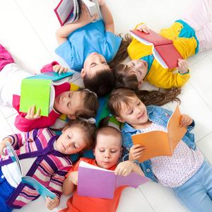 Cuenta cuentos para niños en la Biblioteca Gabriel García Márquez