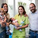 Cai, el primer niño nacido en el agua en un hospital privado de Barcelona