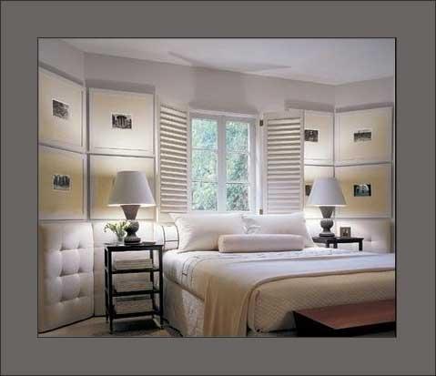 Dormitorio principal con ventana sobre el cabecero de la - Decorar con fotos el dormitorio ...