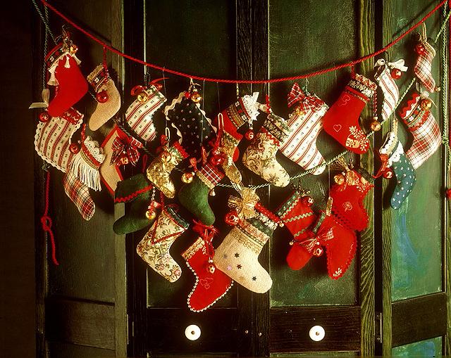 House help decorar con calcetines de navidad - Decoracion de adornos navidenos ...