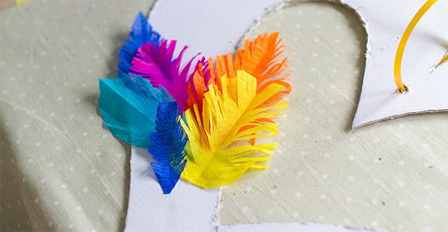 Manualidades en papel seda imagui - Manualidades con plumas ...