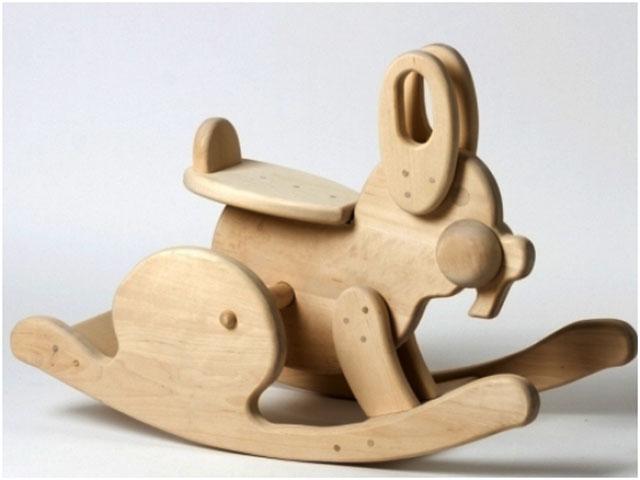 Caballos de madera para ni os imagui for Balancines de madera para jardin