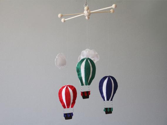 Tutorial paso a paso para crear un móvil de globos y barcos.